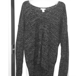 H&M v neck sweater black and white size large